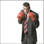 Homme d'affaires avec des gants de boxe