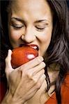 Pomme rouge alimentation femme