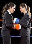 Femmes d'affaires de boxe