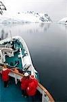 L'Antarctique, détroit de Gerlache. Explorer le canal Lemaire, situé entre la péninsule Antarctique (terre de Graham) et l'île Booth, parfois appelée « Écart de Kodak » c'est une des destinations touristiques populaires en Antarctique