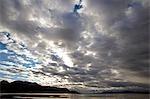 Argentine, Tierra del Fuego, Ushuaia, le canal de Beagle. Fin d'après-midi nuage et météo s'accumuler sur le canal de Beagle, vu depuis le port d'Ushuaia.