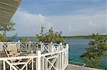 Boissons sur la terrasse surplombant l'océan, Little Whale Cay