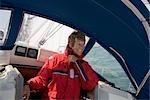 Femme mise à l'abri sur l'yacht