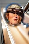 Réflexion de conduire dans le rétroviseur latéral, Santa Cruz, Californie, USA