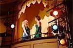 Junge Frauen in Theater-Feld