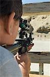 Fusil visée au polygone de tir de l'homme