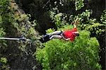 Saut à l'homme sur le pont suspendu Kawarau près de Queenstown, île du Sud, Nouvelle-Zélande