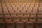 Sitzreihen im Theatersaal