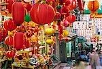 Un magasin stocks lanternes chinoises et autres décorations festives pour le nouvel an lunaire dans Soho, Hong Kong Island
