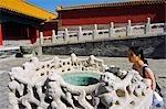 Eine reich verzierte geformte Trinkbrunnen bei The Forbidden City Palace Museum, Zijin Cheng, Beijing, China