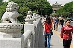 Löwen-Statuen schmücken eine Brücke zum Das Südtor der Stadt Wände, Xian Stadt, Shaanxi Provinz, China