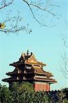 China, Peking. Ein Wachturm an der Wand des Palastmuseums Verbotene Stadt.