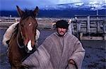 Un couple avec son cheval