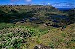Chili, île de Pâques. Rano Kau cratère volcanique près le village cérémonial d'Orongo à l'extrémité sud de l'île.