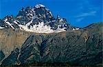 Chili, région XI, Aisen. Cerro Castillo, 2, 320 m (7 609 mètres), le centre d'une réserve nationale de 134 000 hectares, créé en 1970