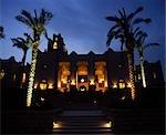Four Seasons Resort Hotel en levant vers le hall principal de la nuit