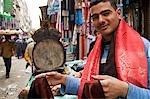 Caractères dans le marché sur la charia El Muski près de Khan El Khalili, le Caire, Egypte