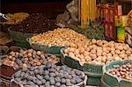 Épices à vendre dans le Souq-al-Atterine, près de Khan el-Khalili, le Caire, Egypte