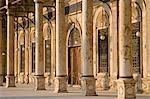 L'entrée de la mosquée de style Ottoman de Mohammed Ali dans la Citadelle, qui donne sur le Caire islamique