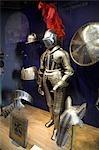 Un costume d'armure médiévale sur l'affichage à l'intérieur de la tour de Londres.