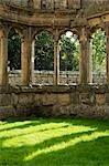 Shrewsbury Shropshire, Angleterre. Les ornements sculptés colonnes en pierre d'une baie vitrée à de l'abbé Hall de Haughmond Abbey, un 12ème siècle Augistinian abbaye près de Shrewbury.
