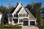 Außen ein großes Haus