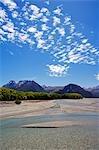 Nouvelle-Zélande, île du Sud. Paysage de montagne le long de la rivière Dart dans Mt Aspiring Parc National.