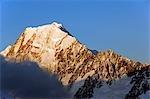Nouvelle-Zélande, île du Sud, Mackenzie Country. Parc National du mont Cook, coucher de soleil sur la face ouest du Aoraki Mt Cook (3755m), le point culminant de la Nouvelle-Zélande et de la partie Te Wahipounamu Site du patrimoine mondial, inscrit par l'Unesco en 1990.