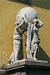 Russland, St. Petersburg. Statue auf dem Gebäude der Admiralität.