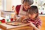 grand-mère et petit-fils aujourd'hui, gâteaux
