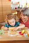 un petit-enfant et faire des biscuits de grand-mère