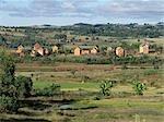 Typische landwirtschaftliche Land und Dörfer in der Nähe von Ambositra, auf dem Weg nach Soatanana, Madagascar.