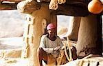 Un chef local dans le Village Dogon dans la falaise à la base plateau de Bandiagara, désigné patrimoine mondial de l'UNESCO en 1989
