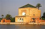 La Jardin Menara offre un havre de paix sur le bord de Marrakech. Créé par les Almohades au XIIe siècle, le pavillon a été ajouté en 1869.