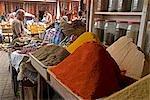 Maroc, des Marrakech, Marche Epices. Épices à vendre à un étal au marché aux épices.