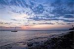 Coucher de soleil sur le front de mer sur l'île dans l'archipel de Quirimbas, Mozambique Ibo