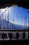 Moulins à prières et drapeaux, Melamchi Ghyang Gompa (monastère du bouddhisme tibétain)