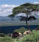 Des maisons traditionnelles de Marakwet construites sur les pentes rocheuses de l'est des monts Cherangani ont une belle vue sur la vallée de Kerio.