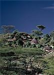 Maisons traditionnelles de Marakwet construites sur les pentes rocheuses de l'est des monts Cherangani, dans une zone appelée l'escarpement Tot.