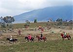 Visionnement à cheval dans les plaines près des contreforts du Mont Longonot.