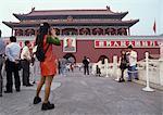 Chine, Beijing, femme prise de photographie de porte menant à la cité interdite