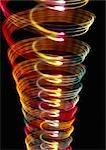 """""""""""Spirale"""""""" effet de lumière, un dans l'autre, rouges, jaunes et des notes de blues."""