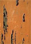 Orange peinture bois d'épluchage.