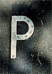 P, texte, peint.