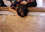 Femme d'Israël, Jérusalem, toucher la tête à la tombe