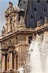 Fontaine au Musée du Louvre, Paris, France