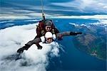 Parachutisme en tandem sur le Remarkables à Queenstown, île du Sud, Nouvelle-Zélande