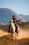 Cowgirl avec corde cheval Quarter Horse, Wyoming, USA