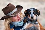Cow-Girl et chien de bétail australien