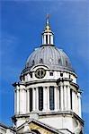 L'Old Royal Naval College, partie du Site du patrimoine mondial des Maritime Greenwich. Initialement un hôpital fondé par charte royale en 1694 pour les marins et leurs personnes à charge, il allait devenir un collège de formation des officiers de marine. Il est maintenant partie de l'Université de Greenwich.